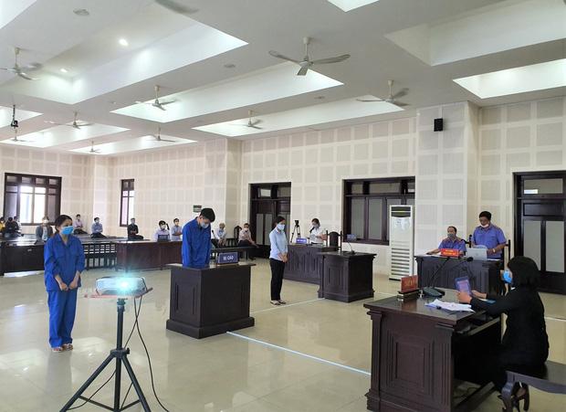 Hai bị cáo là sinh viên và giáo viên giúp sức cho người Trung Quốc nhập cảnh trái phép: Xin lỗi người dân cả nước