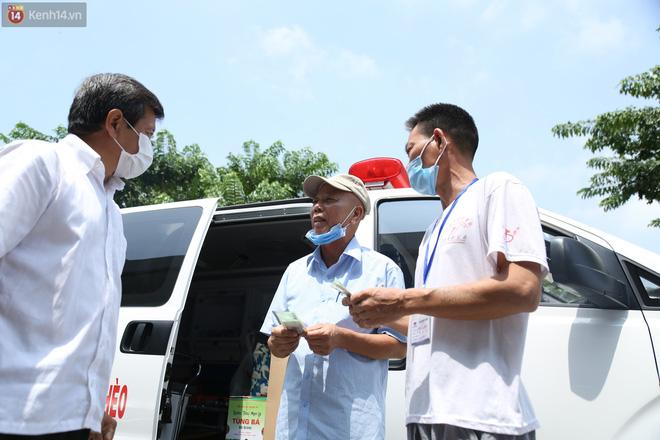 """Một ngày theo xe cứu thương miễn phí của ông Đoàn Ngọc Hải: """"Tôi chẳng có gì hạnh phúc đâu, bệnh nhân chịu bao đau đớn thì mình hạnh phúc làm sao được"""""""