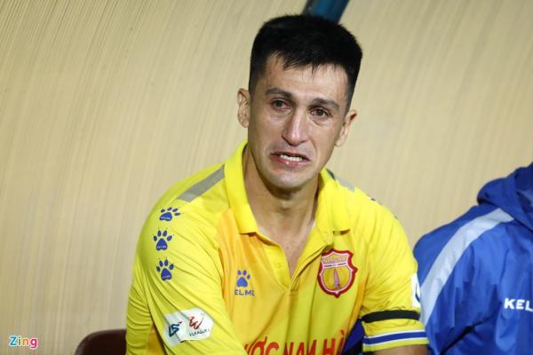 Không cứu được CLB Nam Định, Đỗ Merlo bật khóc