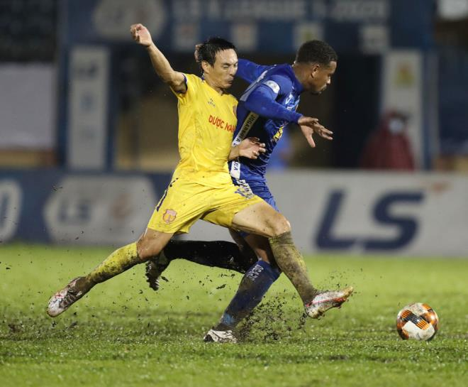 Nam Định có thể xuống hạng vì sai lầm của trọng tài
