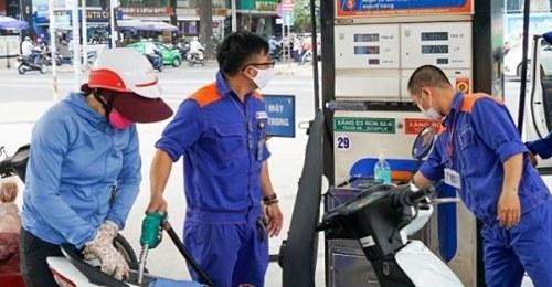 Giá xăng dầu mới nhất hôm nay ngày 15/12: Tiếp tục giảm bất ngờ