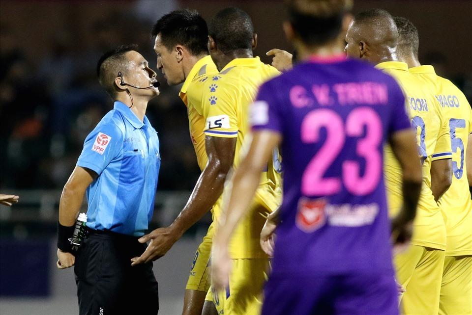 V-League 2021: Trưởng ban trọng tài làm 'nóng' trước giờ G