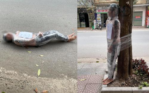 Nam thanh niên bị lột trần, quấn nilon kín người và bắt đứng ngoài gốc cây giữa trời lạnh giá vì quỵt tiền xăm gây xôn xao