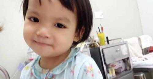 """Bé gái 4 tuổi quê Nam Định bị ung thư phải cắt bỏ 1 bên thận và câu nói nhói lòng trước ca xạ trị: """"Bố mẹ đừng khóc, con không đau đâu"""""""