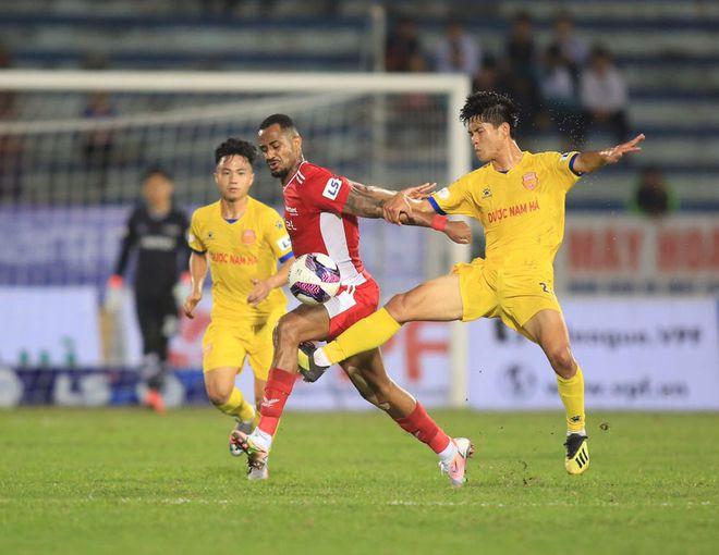 V-League: Nam Định luôn có thói quen 'bắt nạt' tân binh ở 'chảo lửa' Thiên Trường