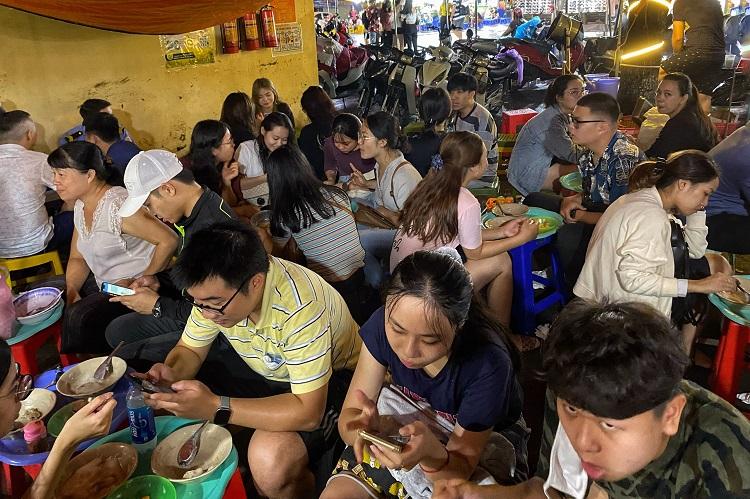 Khởi nghiệp từ bún ốc vỉa hè, cô gái quê Nam Định mua được 4 mảnh đất Hà Nội trị giá hơn 10 ᴛỷ đồɴɢ