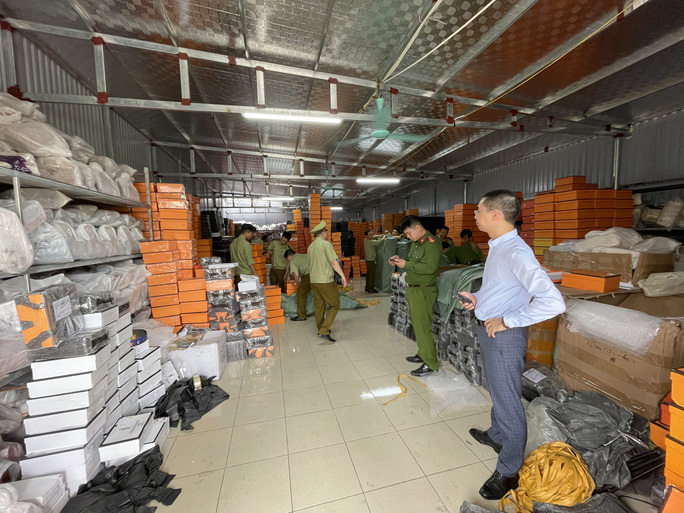 Chuyển công an điều tra kho hàng 3,9 tỉ đồng nhái nhãn hiệu Hermès, Gucci, LV -bị phát hiện tại huyện Vụ Bản, tỉnh Nam Định
