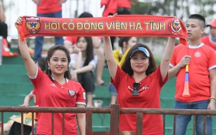 Hồng Lĩnh Hà Tĩnh tiếp Nam Định: Hâm nóng cầu trường từng phút trước giờ bóng lăn trên sân không khán giả