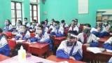 Học sinh Nam Định đội mũ chắn giọt bắn, đeo khẩu trang trong lớp