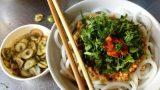 Ngoài phở bò, về Nam Định nhất định phải ăn bún đũa Chợ Rồng
