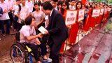 Nam Định: 'Nữ sinh đặc biệt' của Đại học Bách khoa được Bộ trưởng tặng quà