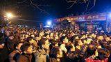 Hàng ngàn người trật tự xếp hàng thông đêm xin lộc ấn Đền Trần