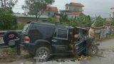 Xe tải và xe con đấu đầu trên quốc lộ, 3 người bị thương