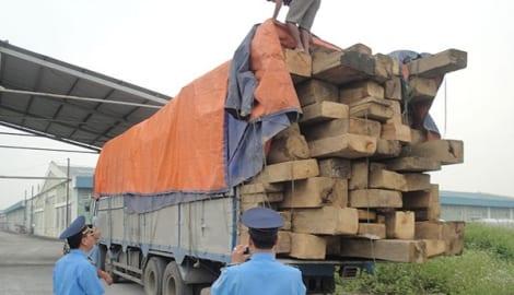 Nam Định: Dùng cân xách tay xử xe quá tải né trạm