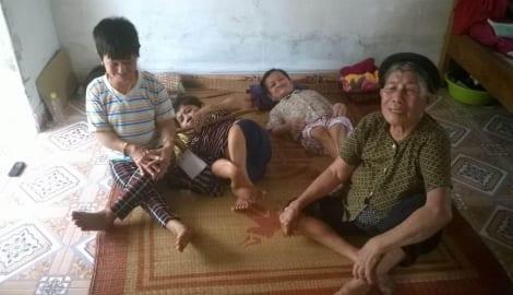 Nam Định: Bốn chị em bị xương thủy tinh, cả nhà khốn khó kiệt quệ