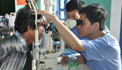 500 người dân được khám mắt, phát thuốc miễn phí