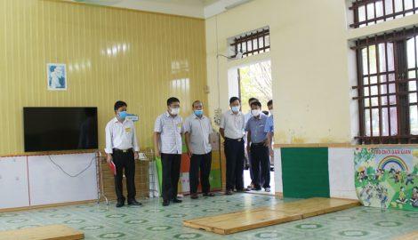 Đồng chí Doãn Quang Hùng – Chủ tịch UBND huyện GIAO THỦY kiểm tra công tác phòng, chống dịch Covid -19 tại các địa phương.