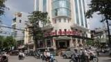 Cửa Đông Nam Định Plaza ngang nhiên 'độc chiếm' vỉa hè để kinh doanh