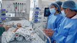 Trưởng ê-kíp Tiết niệu sinh dục kể lại phút bối rối khi phẫu thuật tách Trúc Nhi – Diệu Nhi, bật mí về khả năng sinh nở của 2 con trong tương lai