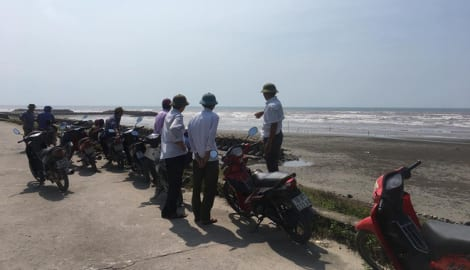 Nam Định: Xác minh một thi thể không đầu dạt vào bờ biển