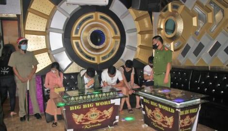 Bất chấp lệnh cấm, chục thanh niên nam nữ phê ma túy ở quán karaoke giữa cao điểm dịch Covid-19