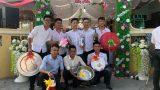 Nhóm bạn tặng lồng bàn, thớt nhựa cho chú rể Nam Định trong ngày cưới