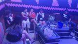 """Bất chấp lệnh cấm, quán karaoke vẫn mở cửa, để khách """"chơi"""" ma túy"""