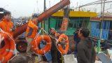Cấp phát 500 áo phao cho ngư dân Nam Định