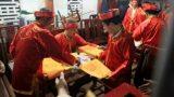 Choáng với số lượng ấn đền Trần phát ra trong ngày khai lễ