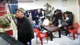 Nam Định: Một gia đình bị 'khủng bố' bằng dầu luyn, mắm tôm