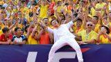 Tuấn Hưng biểu diễn trước hàng nghìn CĐV trên sân Thiên Trường