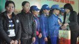 Nam Định: Nhận quà tết để mua quần áo cho con