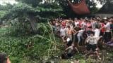 Ý Yên: Clip Dân vây đánh 2 thanh niên nghi trộm chó trốn dưới kênh nước