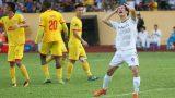 Mất chiến thắng trước Nam Định FC, Văn Toàn còn bị bạn gái troll không trượt phát nào