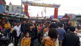 Ngàn người chen chân đi chợ Viềng sớm để cầu may