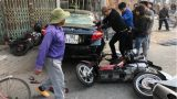 """Clip: Không làm chủ được tốc độ, """"quái xế"""" gây tai nạn cho 2 xe máy chạy ngược chiều ở Nam Định"""