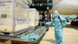 Hơn 117.000 liều vaccine phòng Covid-19 đầu tiên đã về đến Việt Nam