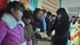 Phó Chủ tịch Nước Đặng Thị Ngọc Thịnh trao quà Tết cho công nhân khó khăn tại Nam Định