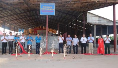"""Nam Định: Gắn biển công trình """"Nhà máy gạch Tuynel Sông Giang"""""""