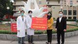 Hà Nội hỗ trợ Bệnh viện Bạch Mai và Bệnh viện Nhiệt đới Trung ương, mỗi viện 500 triệu đồng