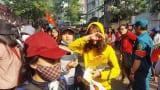 Nhiều người bị móc túi khi chờ được gặp U-23 Việt Nam