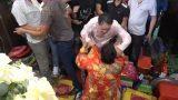 Tại Phủ Dầy, Nam Định: Thủ nhang quát nạt, xé áo cô đồng