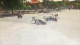 Nam Định : Camera giao thông Vượt đèn đỏ, thanh niên đi xe Exciter đâm văng cô gái ngay ngã tư