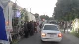 Rạp cưới dựng lấn đường khiến khách mời suýt gặp tai nạn ở Nam Định