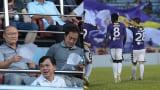 HLV Park Hang Seo xúc động với hành động rất đẹp của Duy Mạnh trên sân Thiên Trường