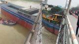 Chạy sai luồng tuyến, tàu hàng mắc kẹt dưới cầu Đò Quan