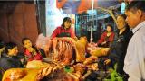 Chợ Viềng – Nam Định: Mua thịt bò ngày xuân để cả năm suôn sẻ, may mắn