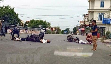 Nam Định: 2 xe máy đấu đầu trên quốc lộ, 3 người thương vong