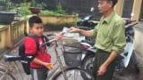 Học sinh lớp 4 nhặt được khoảng 3 triệu đồng liền đạp xe đến giao cho công an rồi mới chịu tới trường