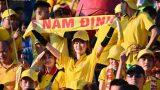 Hàng vạn CĐV Nam Định đồng loạt quay lưng phản đối trọng tài